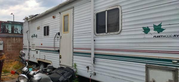 Photo 2001 fleetwood wilderness 30 ft live aboard in trailer park - $6,000 (oakland east)