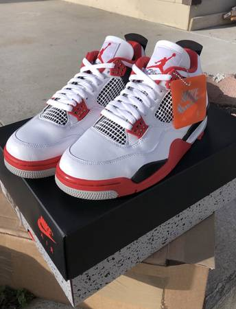 Photo Air Jordan 4 Retro Fire Red size 9.5 new w receipt from Chs Sports - $265 (Salinas, CA)