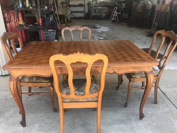 Photo Antique French Country Oak Dining Table - $450 (Salinas)