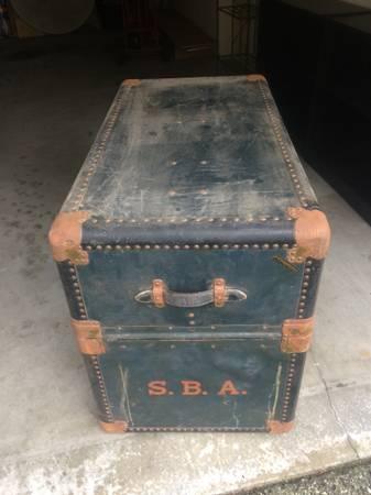 Photo Antique Hartmann Wardrobe Steamer Trunk - $195 (Pebble Beach)