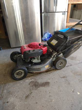 Photo Commercial Honda Mower - $239 (South of Gilroy)