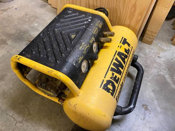 Photo DEWALT 4 gal. Compressor - $150 (Manzanita Park)