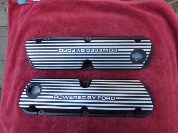 Photo Ford Finned Aluminum Valve Covers 5.0 Mustang GT Ford 289 302 351W - $125 (Salinas)