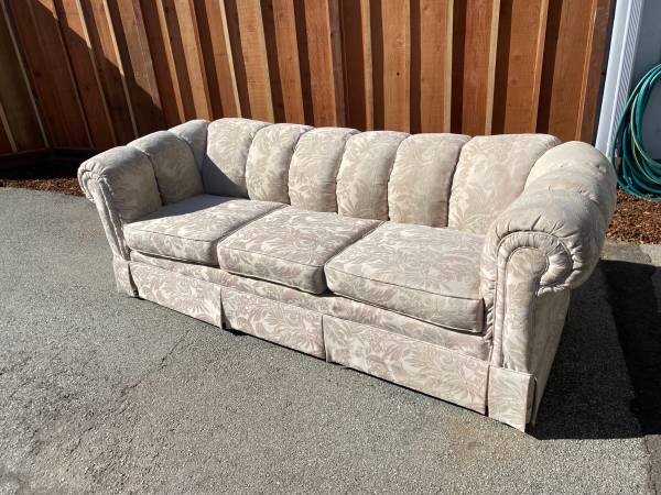 Photo Free Couch (Mid Carmel Valley)