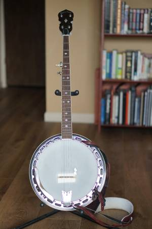 Photo Gold Tone 5 String Banjo - $500 (Monterey)