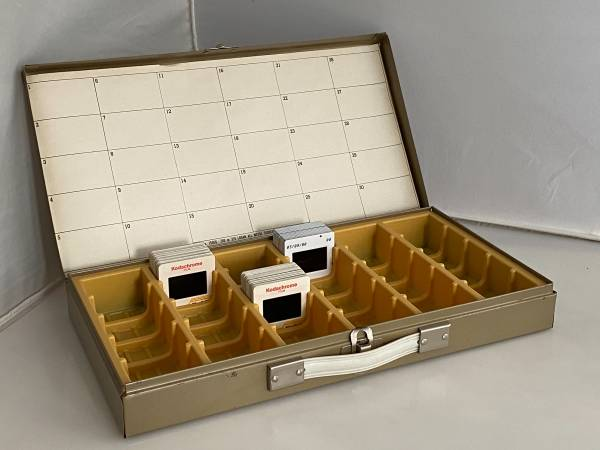 Photo LOGAN Slide Storage Box Holds - 750 2x2 Slides in Groups - $20 (san rafael)