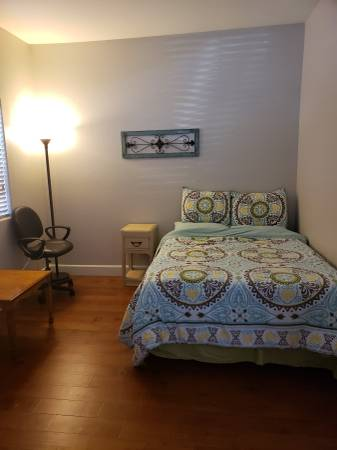 Photo Large Bedroom to rent - Shared house privileges Utils Incl. (Hollister)
