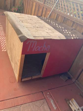 Photo Large Dog house - $200 (Salinas)
