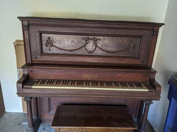 Photo Piano, Upright, FREE to a good home. You move. (Salinas)