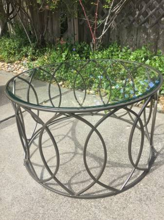 Photo Pier One Accent Table, 32quot Round, Glass Top, Bronze Base - $75 (Pacific Grove)