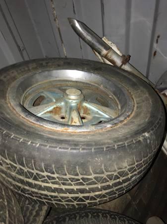 Photo Pontiac GTO , Firebird 400 rally wheels - $200 (Seaside)