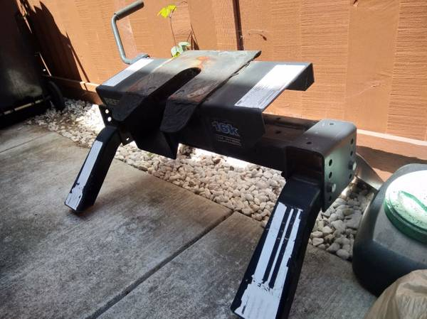Photo REESE 5th Wheel Trailer Hitch - $250 (Monterey)