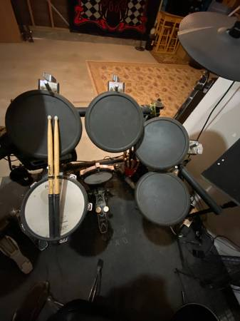 Photo Roland TD-3 V-Drum Kit - $450 (Marina)