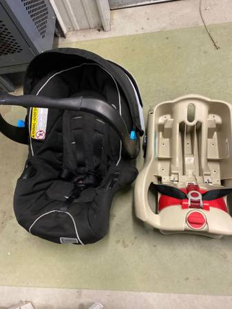 Photo Teutonia car seat and two graco bases