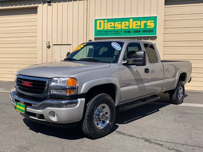 Photo Used 2004 GMC Sierra 3500 4x4 Extended Cab for sale