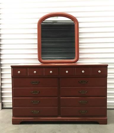 Photo Vintage Pennsylvania House Dresser  Mirror - $300 (Mid Valley)