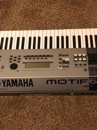 Photo Yamaha MOTIF 6 - $750 (Salinas)