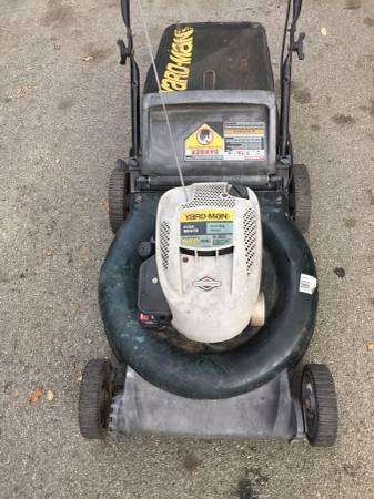 Photo Yard Man Lawn Mower 5.5 HP Runs Good - $55 (Prunedale)