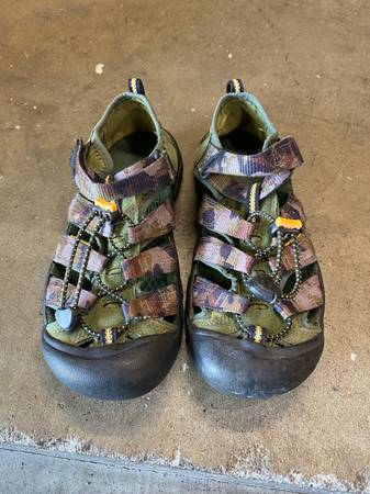 Photo keen sandals Mens 5 or Womens 7 - $25 (Marina)