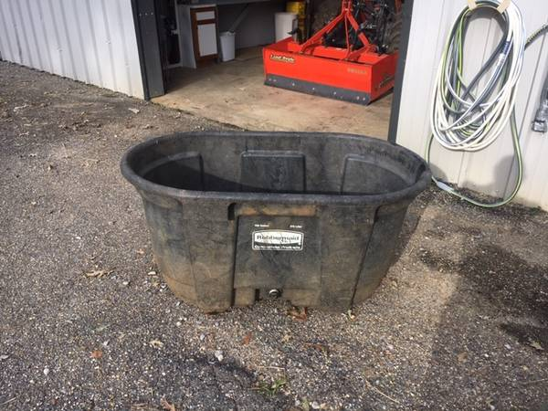 Photo 100 Gallon Stock Tank and two 17.5 gallon water buckets - $50 (Pike Road)