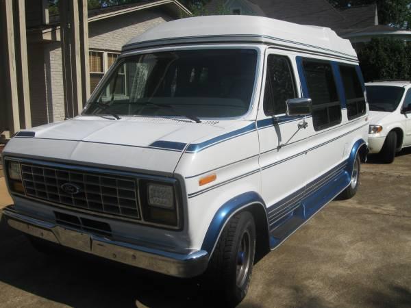 Photo 1999 Ford Conversion Van - $14,000 (Greenville)