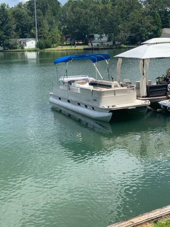 Photo 2000 Fisher Pontoon Boat - $6,800 (Eclectic , AL)