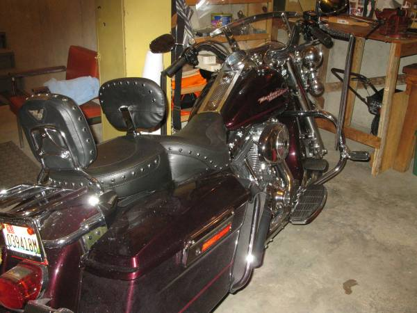 Photo 2005 Harley Road King - $8,600 (Pelham)