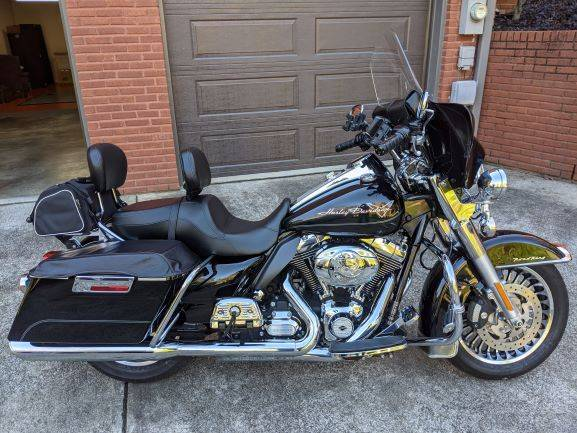 Photo 2013 Harley Davidson Road King - $11,000 (Trussville, AL)