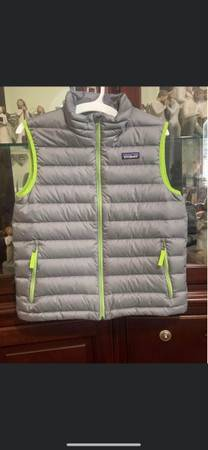 Photo BOYS DOWN PATAGONIA VEST - $50 (Helena)