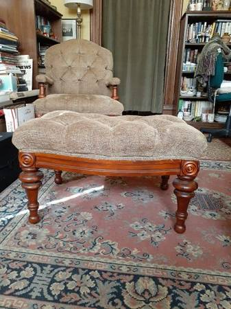 Photo Haverty39s Tufted Chair with Ottoman - $300 (Selma, Al)