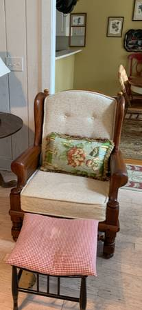 Photo Matching couch and chair, perfect condition - $30 (Wetumpka, AL)
