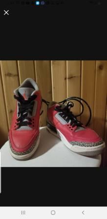 Photo Mens Air Jordan 3 Retro Fire Red Size 10 - $80 (Verbena)