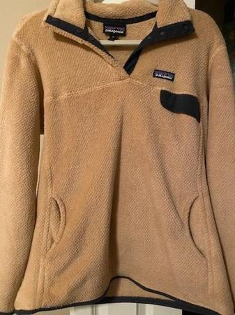 Photo Patagonia womens pullover - $60 (Prattville)