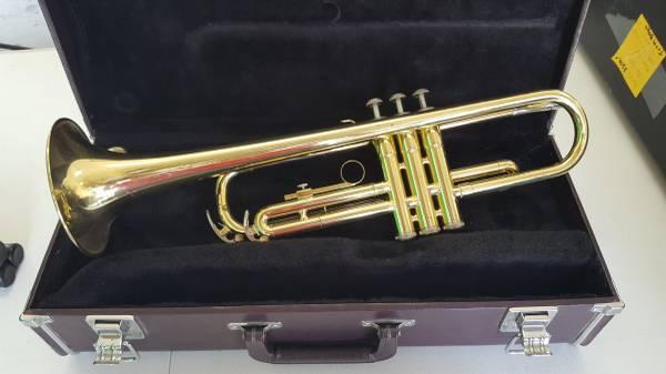 Photo Yamaha YTR2320 Bb Trumpet with Case and 11c4-7C Mouthpiece - $200 (Santa Rosa Beach)