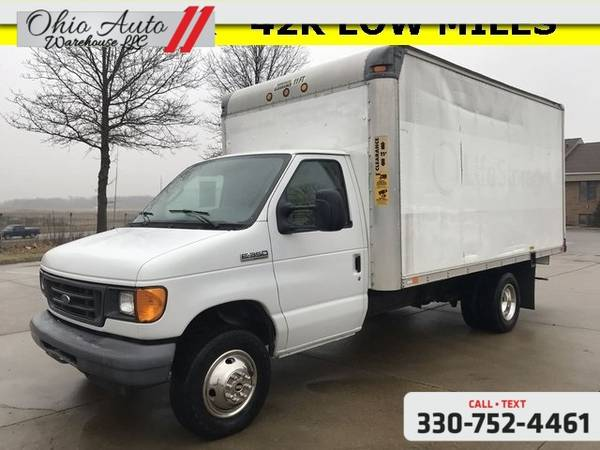 Photo 2006 Ford Econoline Commercial Cutaway Base Box Truck 42K LOW MILES V8 - $11000 (Easy Financing - (330) 752-4461)