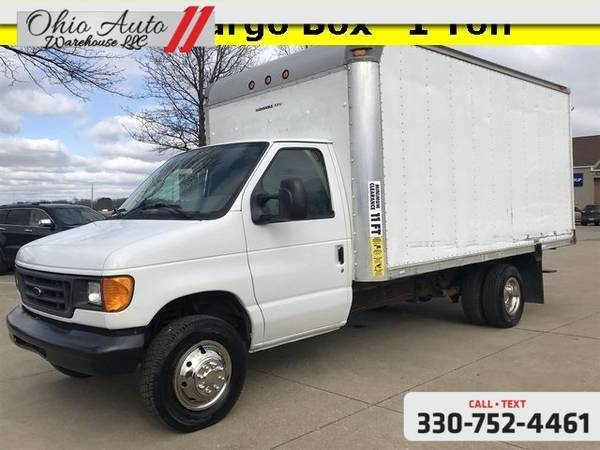 Photo 2006 Ford Econoline Commercial Cutaway Base 14FT 1 Ton Cargo Box V8 1- - $10000 (Easy Financing - (330) 752-4461)