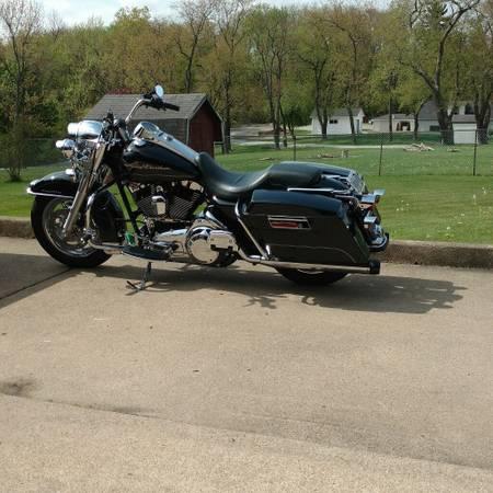 Photo 2008 Harley Davidson Road King - $13,000 (IRWIN)