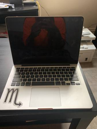 Photo APPLE MACBOOK FOR SALE COULD BE USED FOR PARTS BEST OFFER - $300 (Pittsburgh)