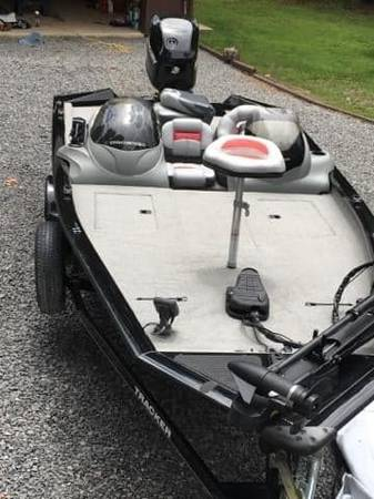 Photo Bass Tracker bass Boat - $15000 (Reedsville)