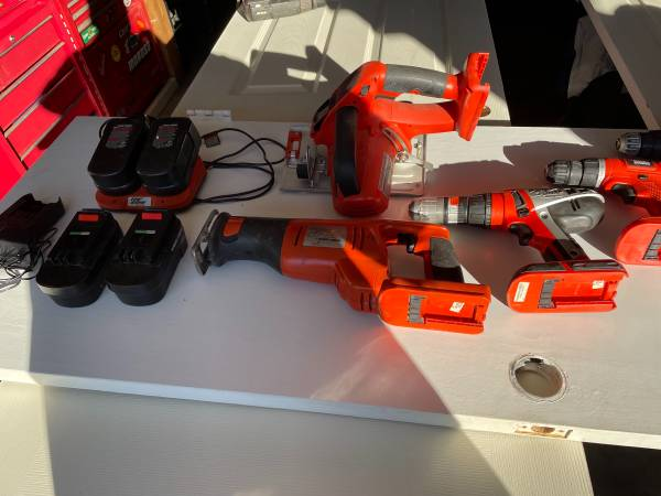 Photo Black and Decker 18V Firestorm kit - $100 (Fairmont)