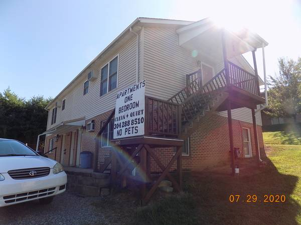 Photo Clean Quiet 1 2 bedroom. Includes some utilities. Near Ruby Hospita (North Hill Morgantown)