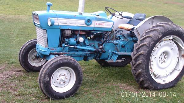 Photo Ford 4000 tractor - $5,500 (Fairmont)