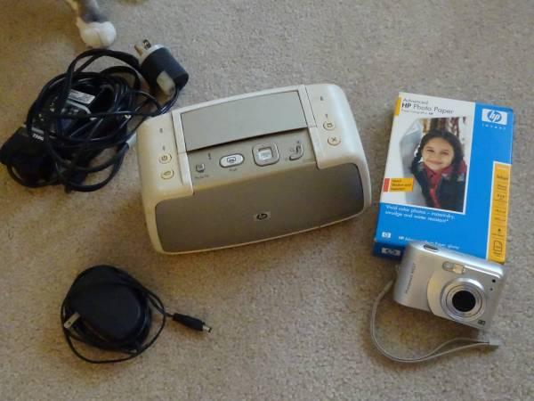 Photo HP 627 Camera and HP Photosmart A430 Portable Studio - $30 (North Huntingdon)