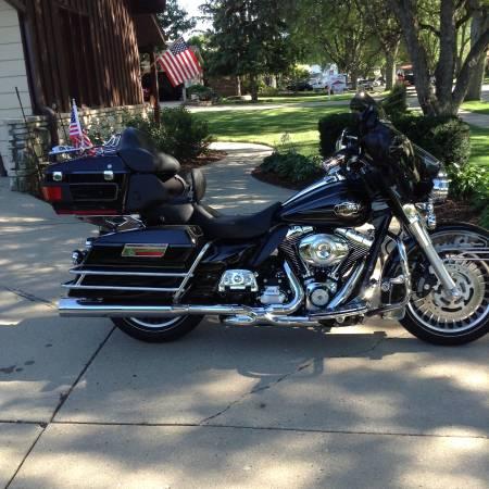 Photo Harley Davidson 2012 Ultra Classic FLHTCU - $15,995 (Gibsonia, PA)