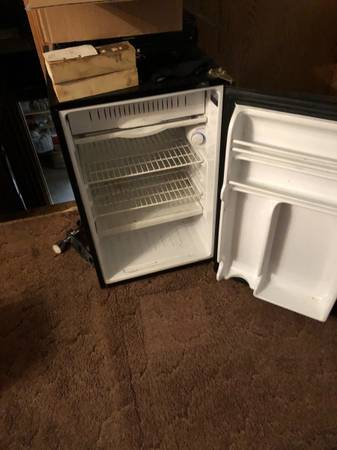Photo Large Mini Fridge (Fairview)
