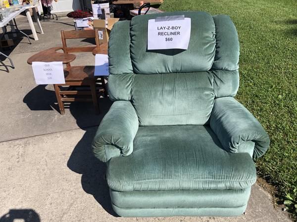Photo Lay-Z-Boy recliner - $60 (Kingmont)