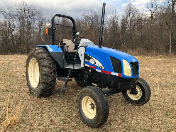 Photo NEW HOLLAND TL80A DIESEL TRACTOR - $12,900 (RUFFS DALE)
