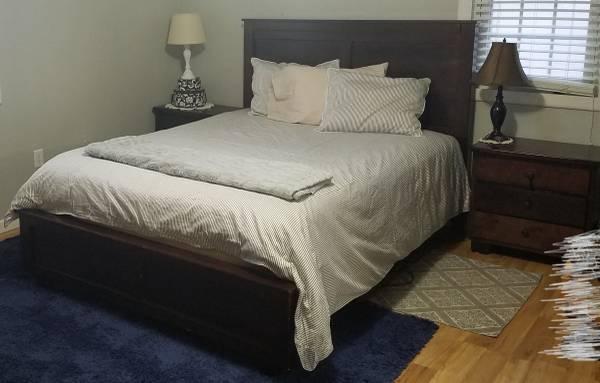 Photo Queen bed, 2 nightstands, mattress, box spring - $250 (Clarksburg (Broadway))