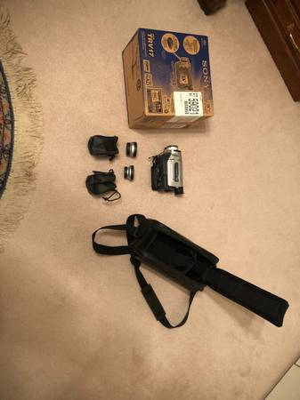 Photo Sony DCR-TRV17 Mini DV Digital Handycam Camcorder. USED ONCE  - $90 (Lower Burrell)