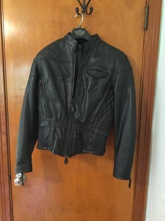 Photo Womens Harley Davidson leather jacket - $250 (South hills)